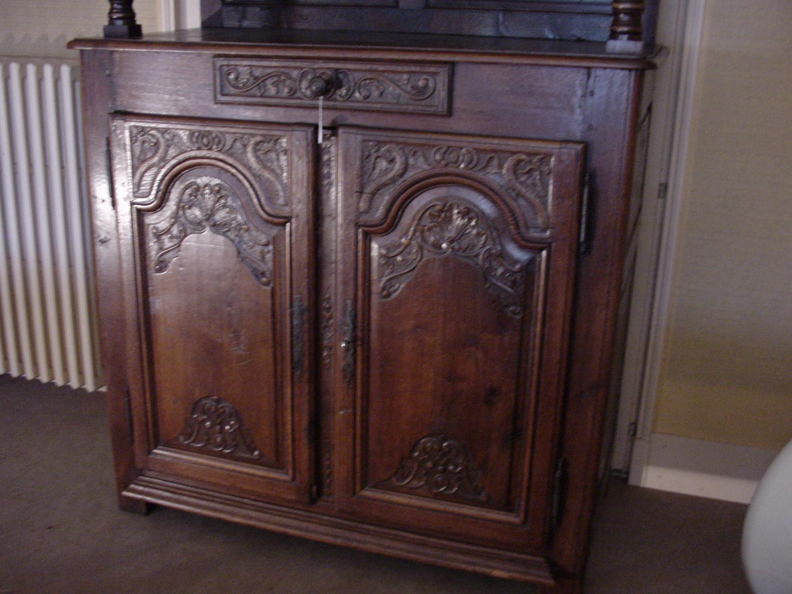 buffet rustique helen antiquit s meubles anciens et antiquit s. Black Bedroom Furniture Sets. Home Design Ideas