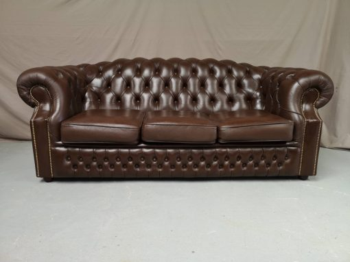 CANAPE CHESTERFIELD MARRON CAPITONNE