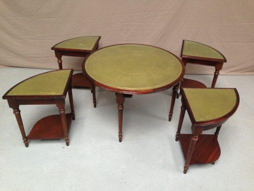 TABLES GIGOGNES DESSUS CUIR