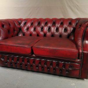 Canapé chesterfield galbé cuir rouge deux places