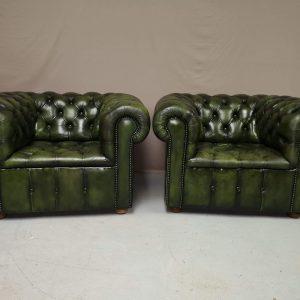 Paire de fauteuils chesterfield cuir vert