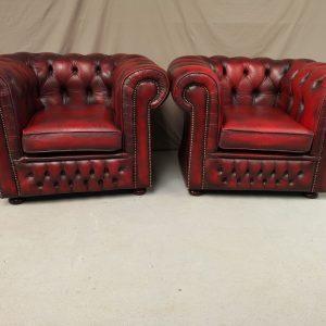 Paire de fauteuils chesterfield cuir rouge