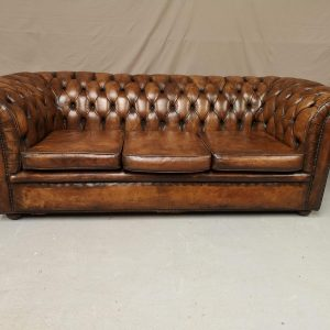 Canapé chesterfield marron trois places
