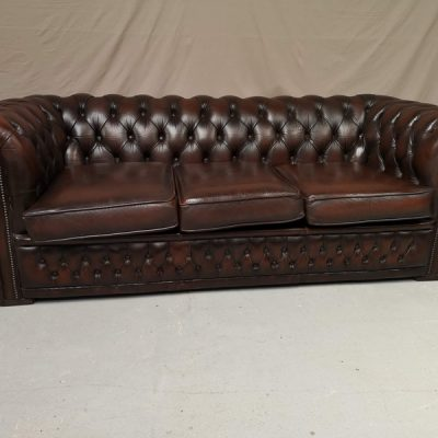 CANAPE CHESTERFIELD MARRON VINTAGE