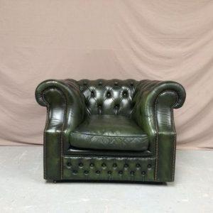 Fauteuil chesterfield cuir vert galbé