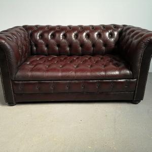 Canapé chesterfield cuir bordeaux vintage