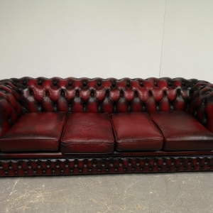 Canapé chesterfield cuir bordeaux vintage