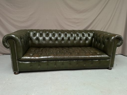 CANAPE CHESTERFIELD VERT CAPITONNE