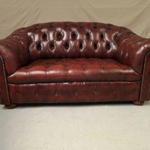 Canapé chesterfield cuir bordeaux capitonné deux places