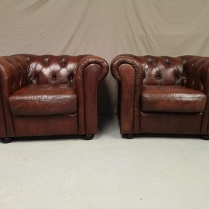 Fauteuils chesterfield cuir marron