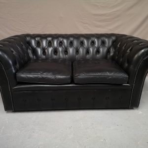 Canape chesterfield cuir noir capitonné deux places