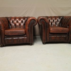 Paire fauteuils chesterfield cuir marron