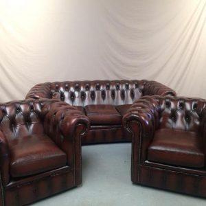 Canapé chesterfield cuir marron et ses fauteuils chesterfield