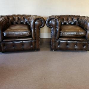 Fauteuils chesterfield cuir marron