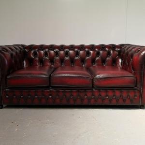 Canapé chesterfield cuir bordeaux trois places
