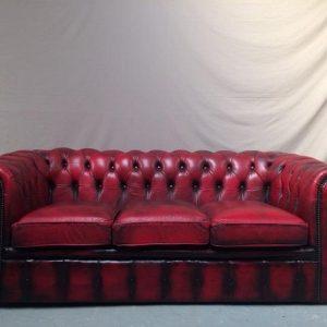Canapé chesterfield cuir rouge trois places