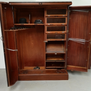 Armoire anglaise compactom