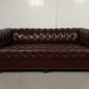 Canape chesterfield cuir bordeaux capitonné 3 places