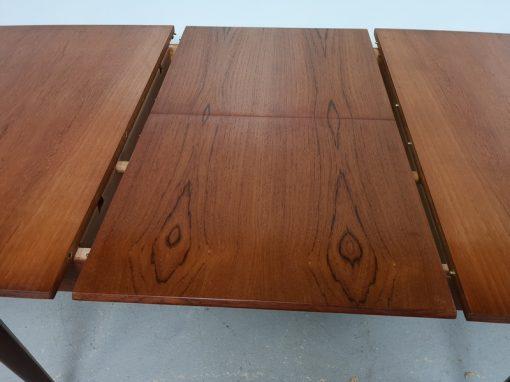 TABLE DE REPAS