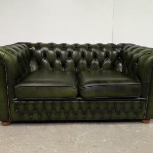 Canapé chesterfield cuir vert vintage